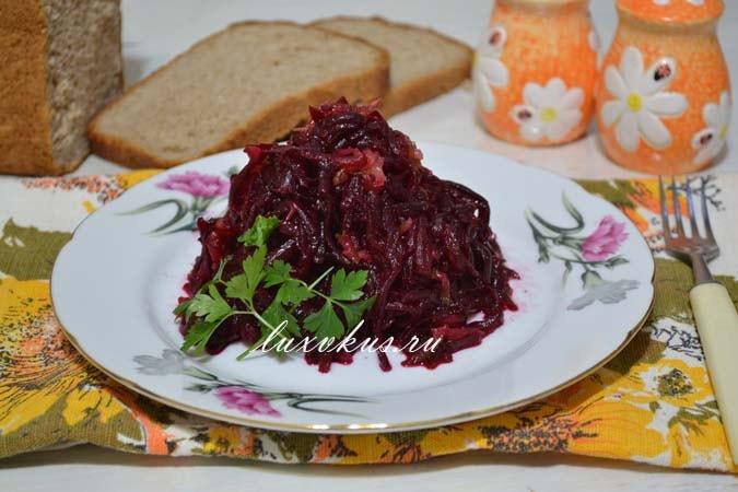 Салат из свеклы с солеными огурцами