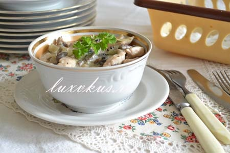 Жюльен из грибов и курицы