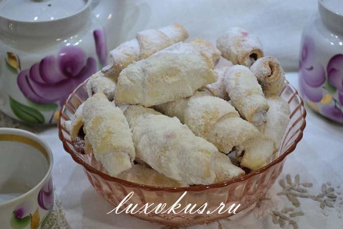Рогалики с вишней на свином жиру