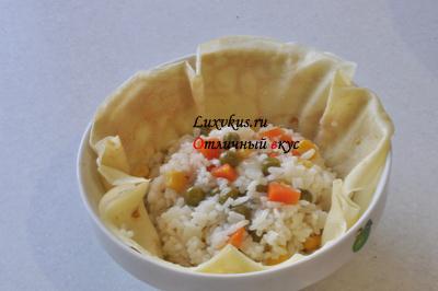 Рассыпчатый рис в омлете