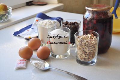 Ингредиенты кекса с сухофруктами и орехами
