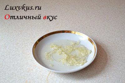 Чесночный соус для салата