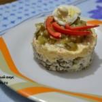 Салат я горохом и перепелиными яйцами