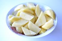 картофель нарезанный кусками