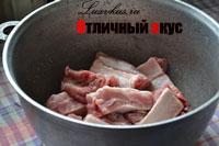 Обжаренные свиные ребра