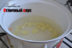 картофель в сырном супе