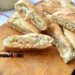 Дрожжевой пирог с грибами и капустой