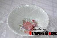 Пищевая пленка в тарелке