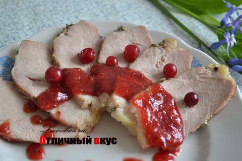 Свинина под клюквенным соусом