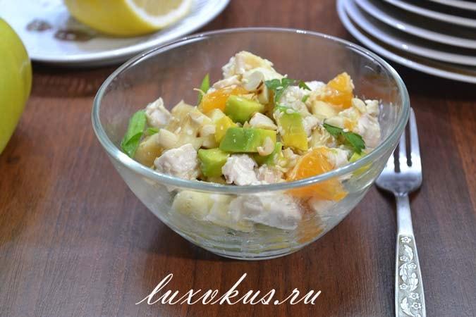 Салат из авокадо и куриной грудки