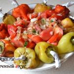 Салат из печенного перца и помидлр