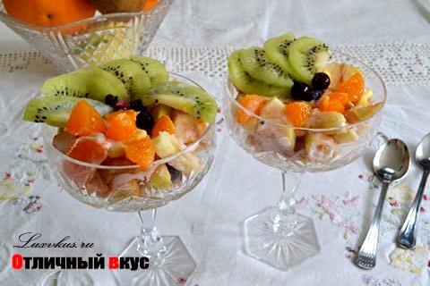 Фруктовый салат на йогурте
