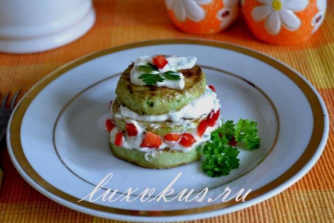 Кабачки в сметане с чесноком и перцем болгарским