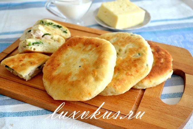 Сырная лепешка с ветчиной и сыром